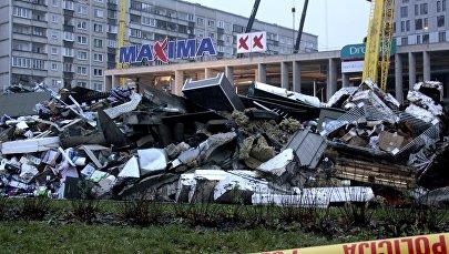 Обрушение крыши торгового центра в Риге