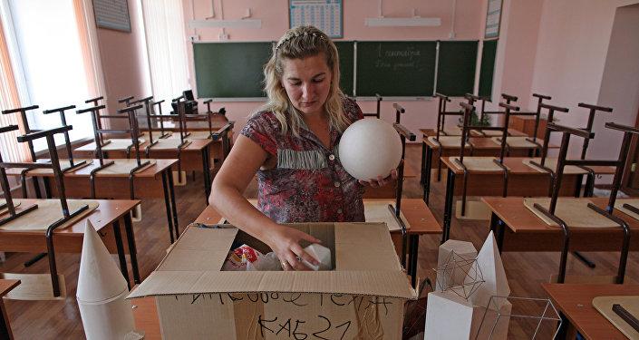 Учитель в классе математики. Архивное фото