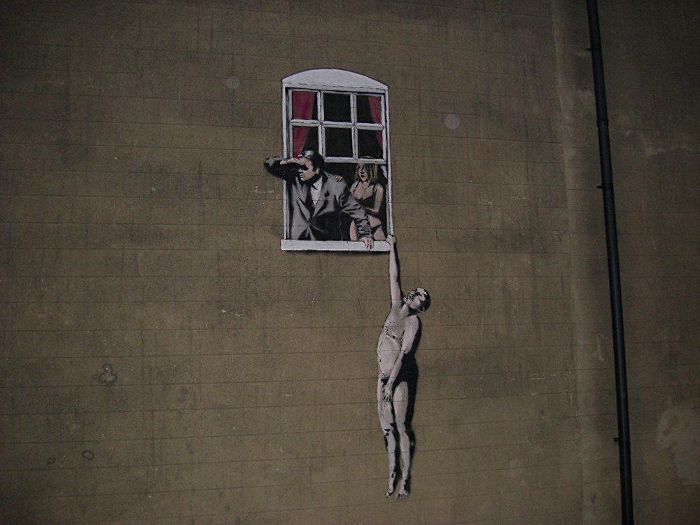 Kailais uz Bristoles klīnikas fasādes, kur pacienti ārstējas seksuālo traucējumu gadījumā. Pēc daudzu iedzīvotāju lūgumiem Bristoles pilsētas padome nolēmusi neaizkrāsot grafiti