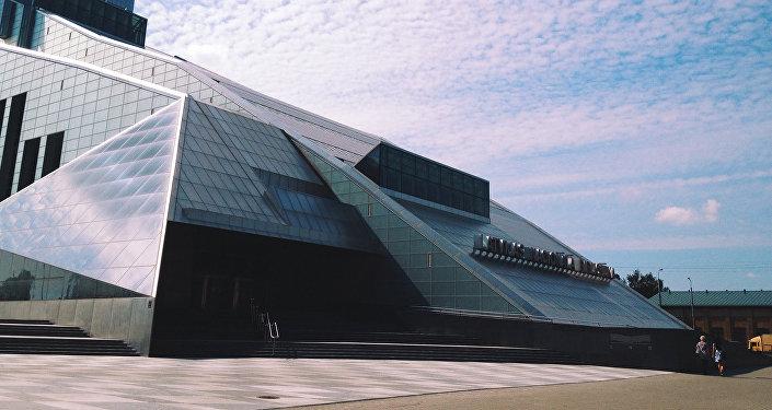 Latvijas Nacionālās bibliotēkas ēka. Foto no arhīva