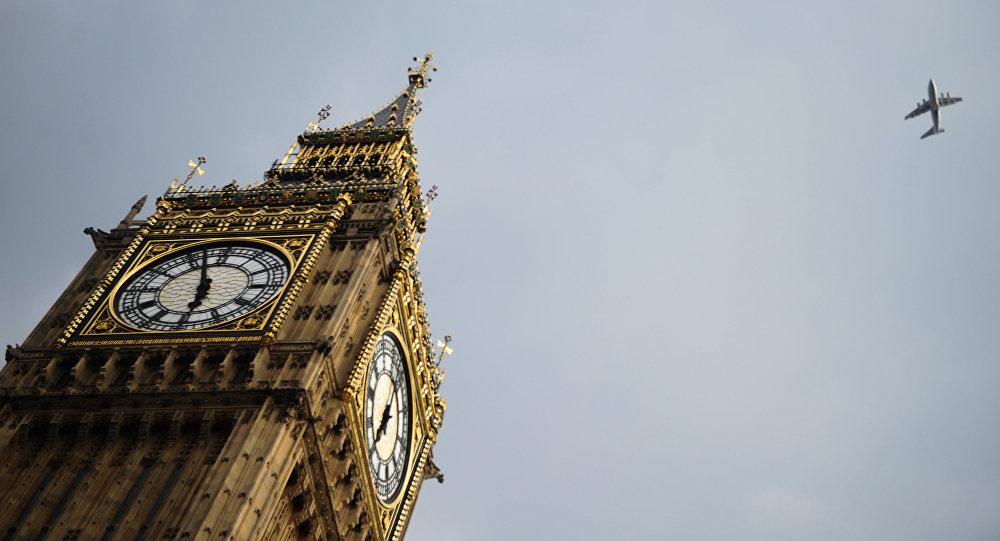 Vestminsteras pils pulksteņa tornis Bigbens Londonā