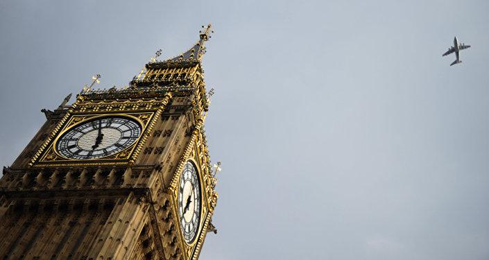 Часовая башня Биг Бен Вестминстерского дворца в Лондоне. Архивное фото