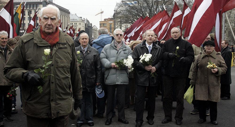 Waffen SS leģionāru un viņu atbalstītāju gājiena laikā Rīgā