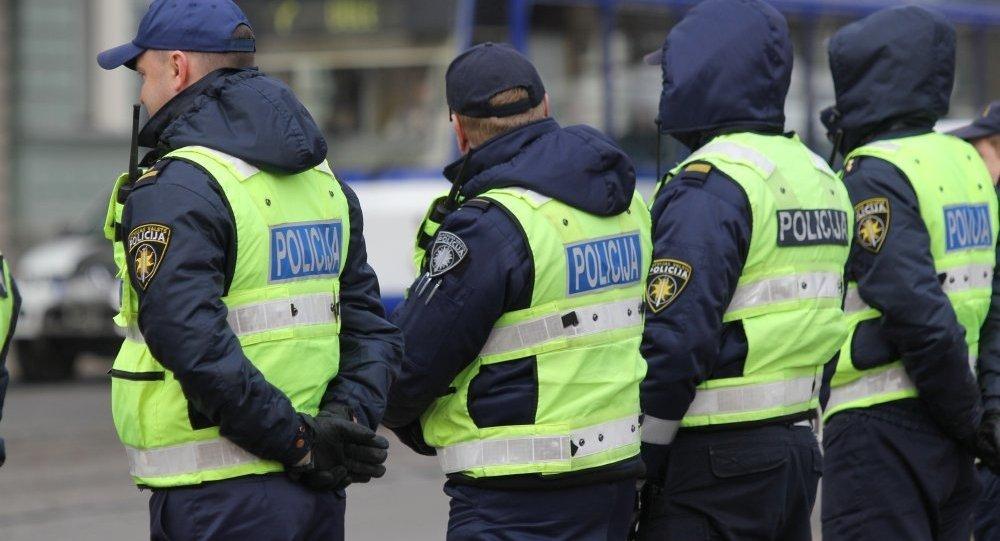 Latvijas policijas darbinieki