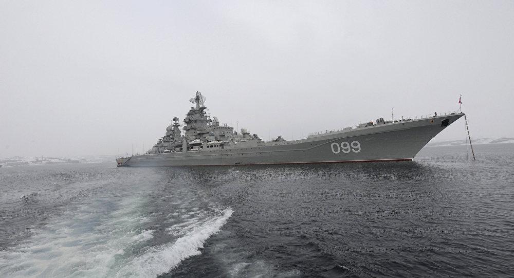 Ziemeļu flotes flagmanis - smagais raķešu kreiseris Pjotr Veļikij. Foto no arhīva